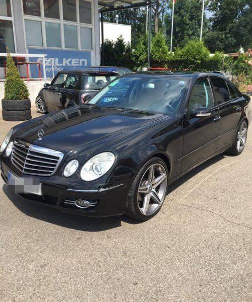 Mercedes-Benz-E-Klasse-schwarz-z